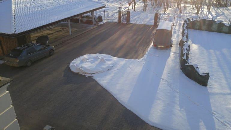 снеготаяние на дорожках и парковке