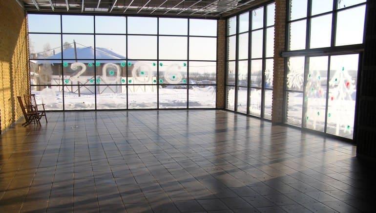 Водяной теплый пол с большими окнами
